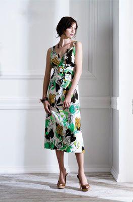 Fever bu yaz için romantik bir koleksiyon hazırlamış.  Yapraklar ve çiçeklerle süslü klasik kesim elbiseler ve pastel renkler, şık olmayı seven hanımlar için birebir.